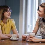 Felicità: effetti delle conversazioni sul benessere psicologico - Psicologia