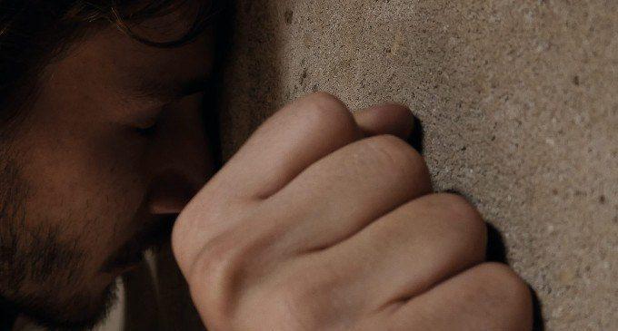La Stanza: crowdfunding per un cortometraggio sulla sofferenza psicologica