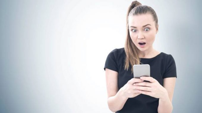 Selfie ritoccati? Se lo sappiamo cambia quello che pensiamo di noi e degli altri