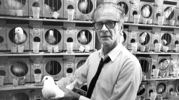 Burrhus Skinner: il padre del condizionamento operante – Introduzione alla Psicologia