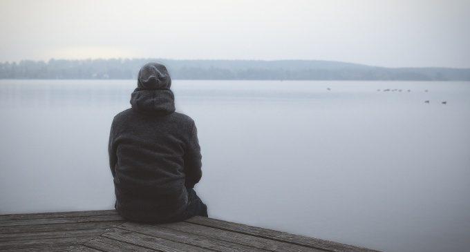 Combattere la solitudine sentendoci meno disgustati da noi stessi