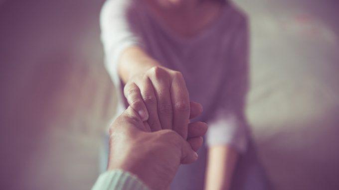 Aiuta gli altri, aiuta te stesso: i benefici dell'essere compassionevoli