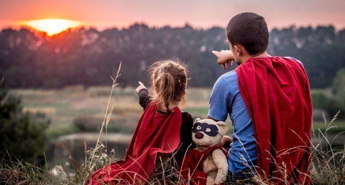 I super eroi senza super poteri! L'idealizzazione della genitorialità