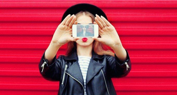 Instagram come lo specchio d'acqua di Narciso