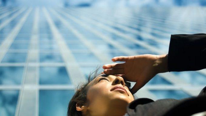 Gli occhi della mente: cosa guardiamo quando non guardiamo nulla?