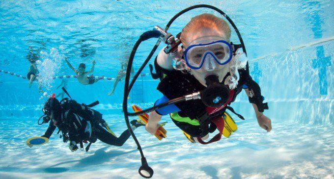 Guarda sotto la superficie: i corsi di subacquea che ci insegnano il valore della diversità