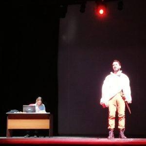 Dipendenza da internet: il racconto teatrale dei Corti da Legare
