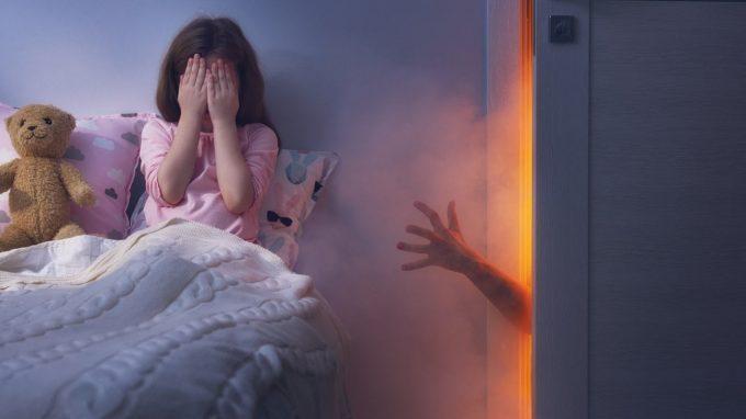 Pedofilia femminile: quando la donna abusa di un minore