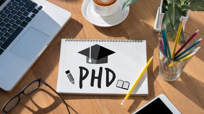 Nella borsa del dottorando: quali implicazioni psicologiche per chi sceglie la carriera accademica?