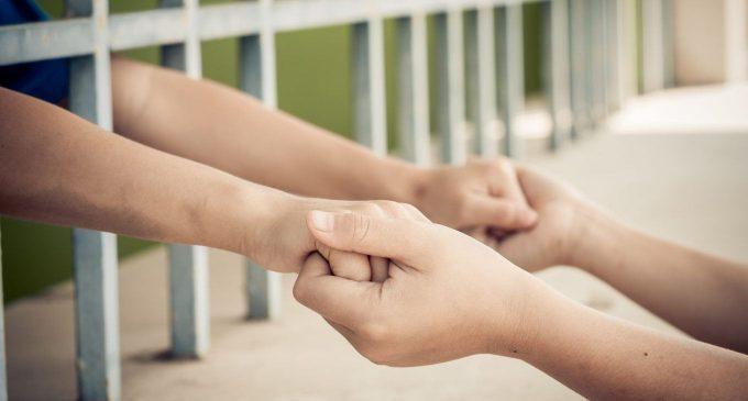 Genitori in carcere: le conseguenze a lungo termine sui figli