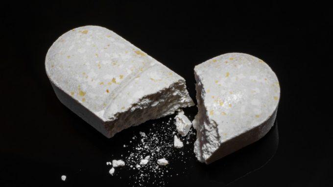 Morti per overdose e il legame tra diverse condizioni socioeconomiche