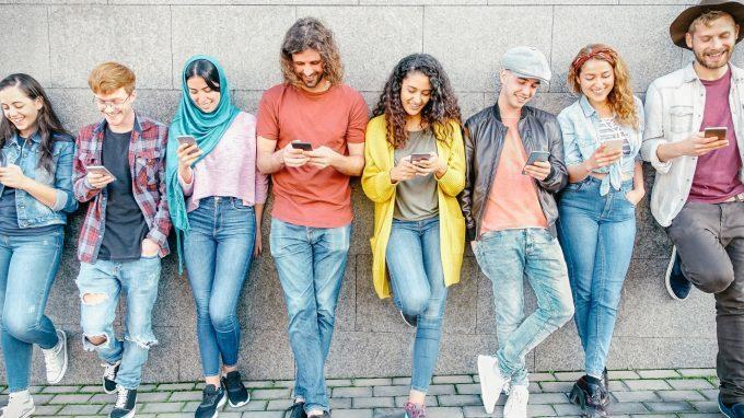 Il tempo speso sui social media è collegato allo sviluppo di problemi di internalizzazione ed esternalizzazione?