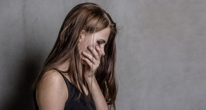 Comportamento sessuale precoce e tentativi di suicidio negli adolescenti: una prospettiva globale