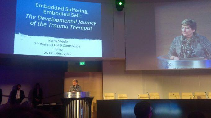 Diventare un Trauma Therapist secondo Kathy Steele – Report dal 7° Congresso Biennale della Società Europea per il Trauma e la Dissociazione (ESTD)
