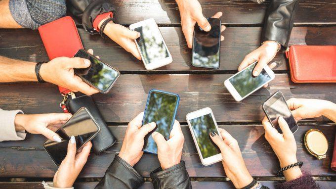 Web (In)dipendente: il benessere e l'utilizzo delle nuove tecnologie tra i più giovani – Uno sguardo ai dati su tempo trascorso online, sonno e attività fisica