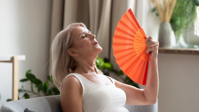 Menopausa: un nuovo studio indaga l'associazione tra le vampate di calore e la diminuzione della memoria semantica nelle donne