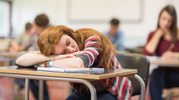 Svegliarsi la mattina e altre sventure: l'effetto del cronotipo individuale sulla performance scolastica