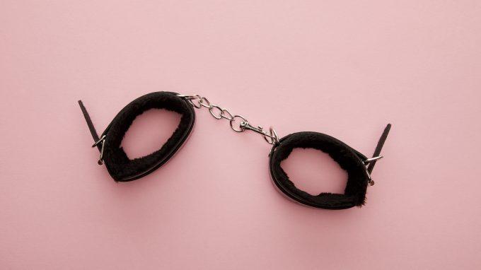 Sadismo sessuale: il confine sottile tra dolore e piacere