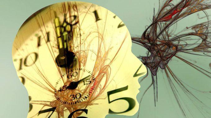 La percezione del tempo può essere influenzata dall'età, da fattori cognitivi, emotivi e culturali?
