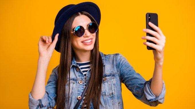 Il narcisismo espresso nei social network: tra selfie e autostima
