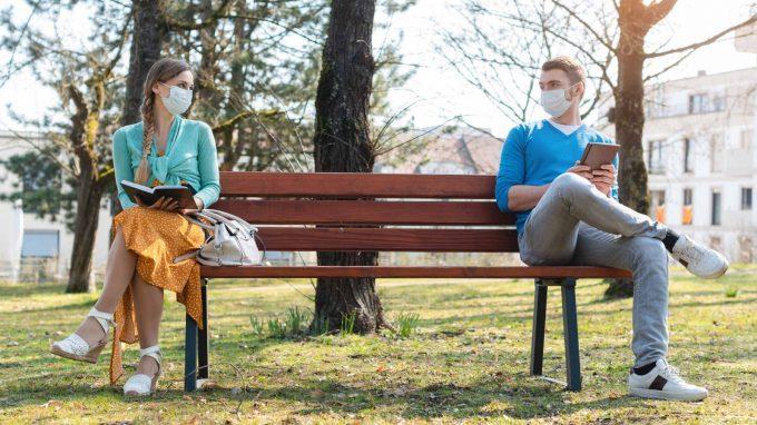 Mascherine e un metro di distanza: che ricadute interpersonali?