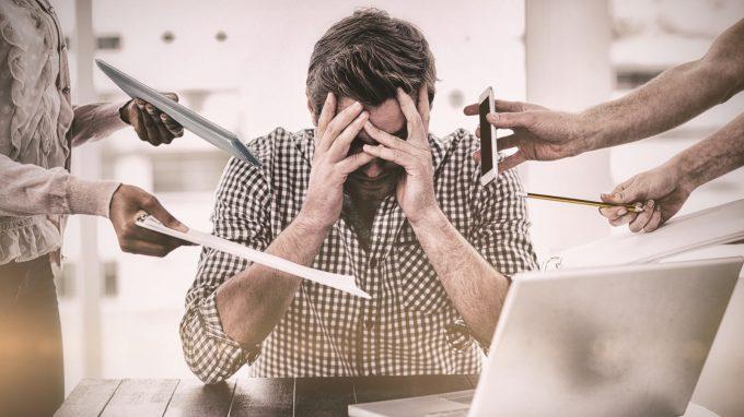 """""""Non ho bisogno di aiuto"""": la difficoltà culturale del sesso maschile nel chiedere aiuto al lavoro"""
