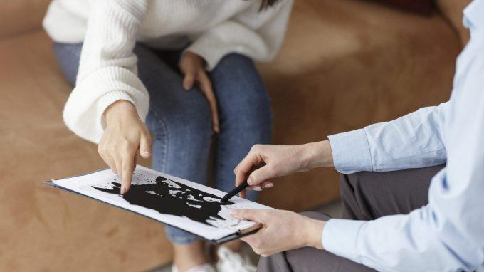 Perizie e test: quanto il contesto influenza la valutazione delle capacità genitoriali?