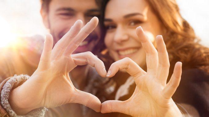 Attaccamento, disregolazione emotiva e relazioni di coppia: perché si scelgono le persone sbagliate?