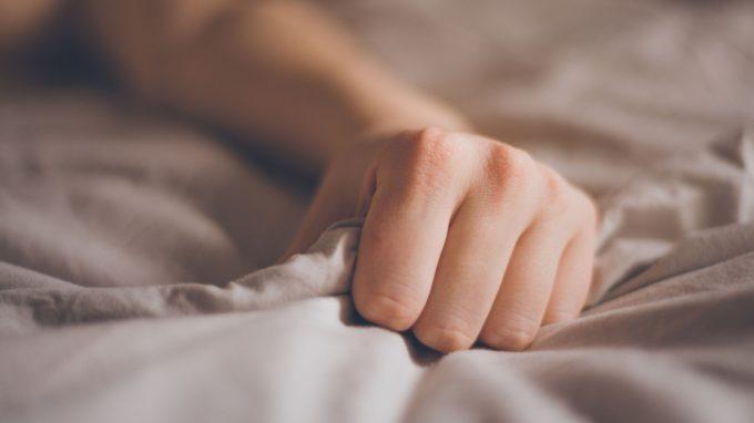 L'impatto della pornografia sulla masturbazione femminile e sulla coppia