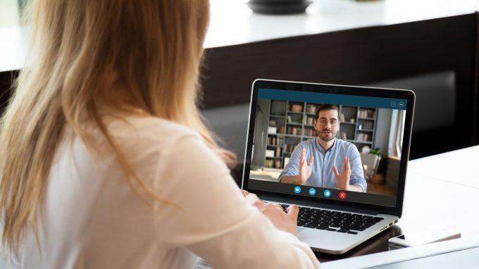 Stravolti da webinar, videocall, videolezioni e aperitivi telematici? Ecco qui la Zoom Fatigue e come porvi rimedio