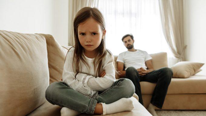 Come individuare i casi di alienazione genitoriale: il modello a quattro fattori validato da Amy J. L. Baker