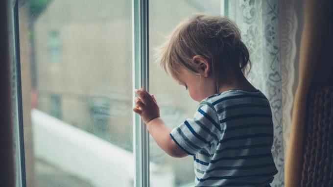 I bambini adottati dopo l'istituto: gli effetti della deprivazione precoce sul loro sviluppo – Una panoramica sulla situazione attuale