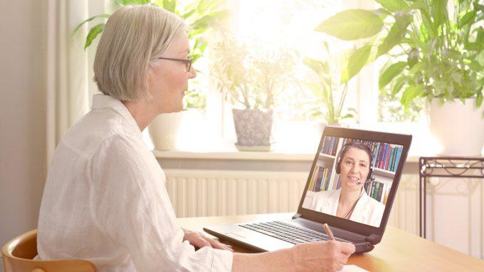 L'esigenza di fornire servizi psicologici online indotta dalla pandemia e la sottostima dei rischi deontologici e legali da parte degli psicologi