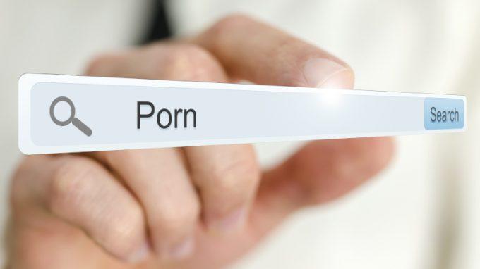 La pornografia influenza il nostro benessere psicologico e la nostra soddisfazione sessuale?
