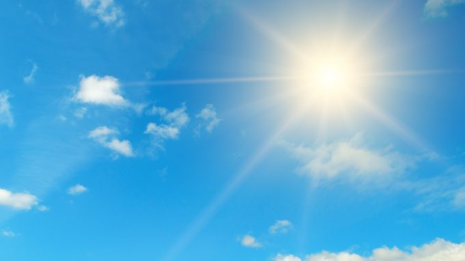 """Perché ci piace stare molto tempo al sole nonostante i rischi noti? Alcuni geni coinvolti nelle dipendenze potrebbero spiegare il comportamento di """"ricerca del sole"""""""