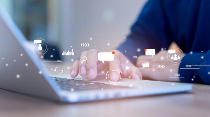 """L'effetto di disinibizione online e la violenza verbale in internet: siamo più """"veri"""" online?"""