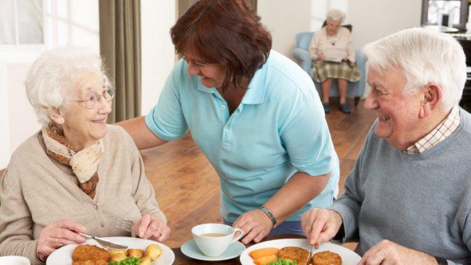 Il momento del pasto nella demenza: strategie utili per una migliore qualità di vita