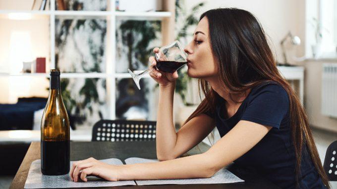La drunkorexia: classificazione, motivazioni alla base e gruppi a rischio