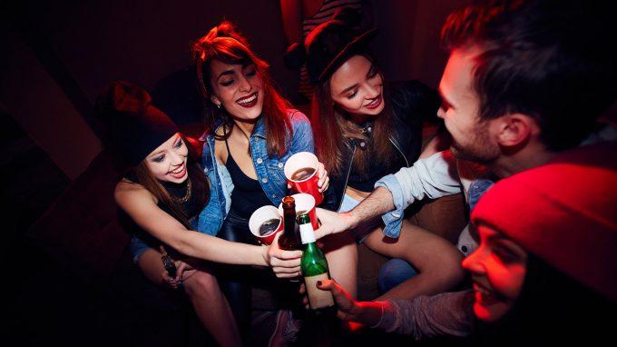 La Red Bull non mette davvero le ali. Alcolici + Energy Drink: quali sono gli effetti psicologici?