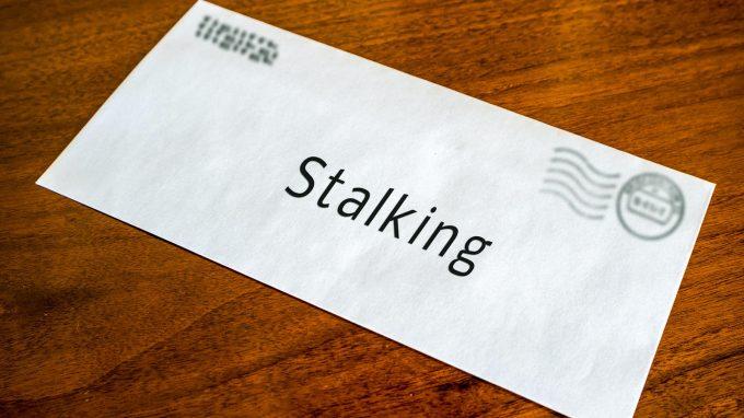 """""""Pensarti non è mai abbastanza"""": lo stile di attaccamento e l'idealizzazione dello stalker"""