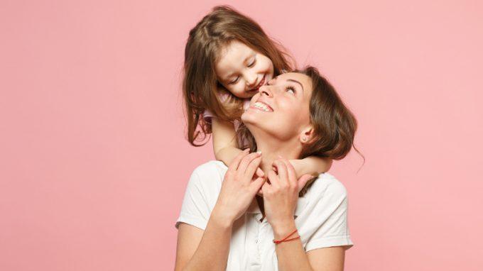 Chi coccola la mamma? – Moms, una rubrica su maternità e genitorialità