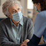 Comunicazione e mascherine il metodo ABC con chi soffre di demenza