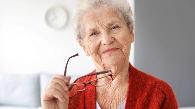 Intelligenza fluida, comprensione delle emozioni e competenza definitoria in soggetti anziani istituzionalizzati e non