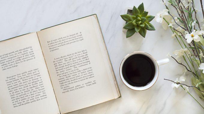 Finché il caffè è caldo – Il passato, il presente e le seconde possibilità, dalla letteratura alla psicoterapia