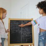 Ansia per la matematica: l'associazione con stile genitoriale e autoefficacia