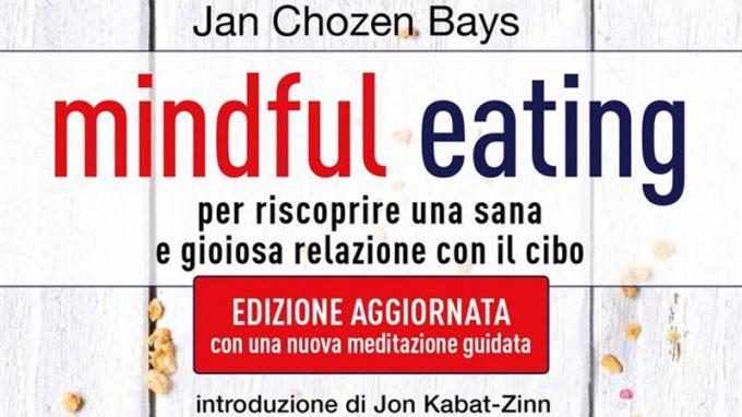 """Ascoltare la saggezza del corpo: cos'è il mindful eating. Recensione del libro """"Mindful Eating – per riscoprire una sana e gioiosa relazione con il cibo"""""""