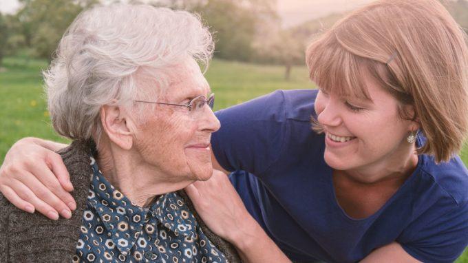 Blended-care e demenza: supporto al caregiver nell'era digitale