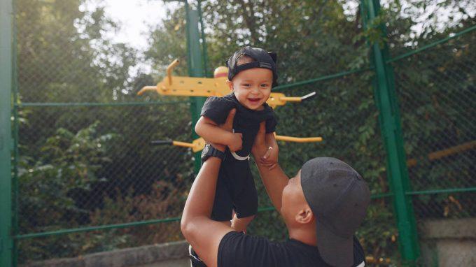 Stile genitoriale elicottero e adattamento universitario nei figli