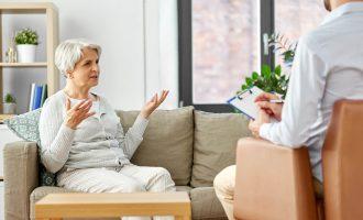 Anziani e adulti in età lavorativa a confronto: chi risponde meglio al trattamento psicologico?