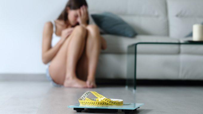 Confronto tra il trattamento dei disturbi alimentari in adulti e adolescenti: Enhanced Cognitive Behavioural Therapy paragonata ad altre terapie